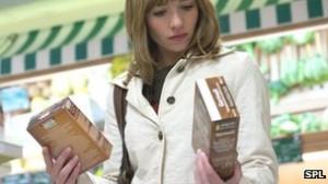_67440388_c0063630-woman_shopping