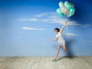 woman-scale-balloons-600x450-COMP-3085848