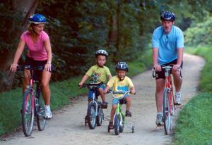 MUST RUN Bike MJ Family biking together